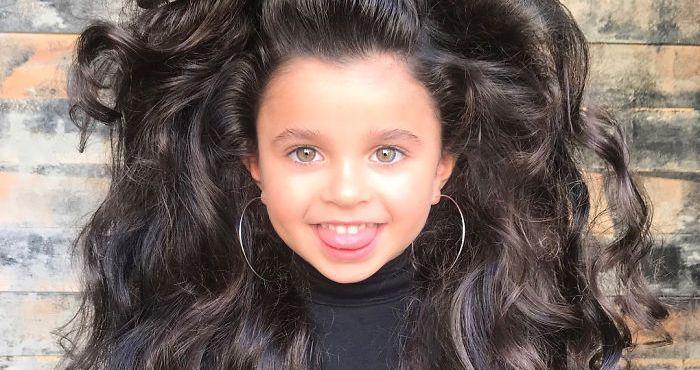 Iba 5-ročné dievčatko sa stalo hviezdou na internete! Za všetko môže jej nádherná tvár a krásna čierna hriva