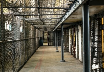 Utieklo viac ako 400 väzňov. Využili napätú situáciu v krajine