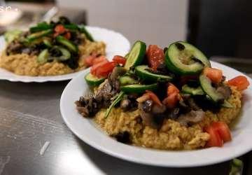 Prvé každodenné vegánske stravovanie na Slovensku! Jedáleň Venza rozbehla projekt Neposlušné varenie, v rámci ktorého študentom aj neštudentom ponúka rastlinnú stravu