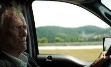 Clint Eastwood sa zapletie s drogovým kartelom. Očakávaný Pašerák ide do kín