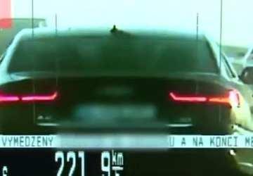 Trenčianskym policajtom ukázal Američan na diaľnici prostredník