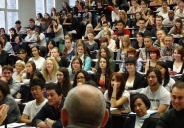 Slovenčina sa vyučuje aj v Paríži na Štátnom inštitúte východných jazykov a kultúr INALCO