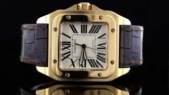 Reloj Cartier Santos con correas en color café y caratula cuadrada en color dorado con detalles negros