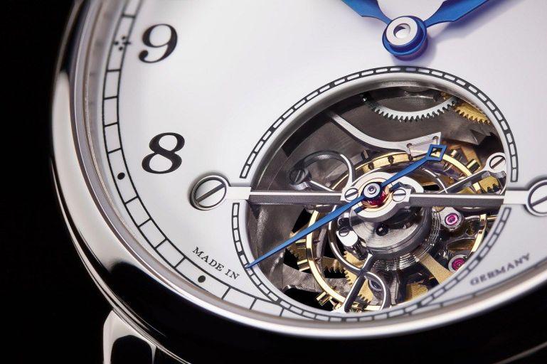 Reloj Tourbillon con mecánica descubierta