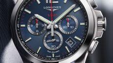 Reloj color azul de tela con marco plateado