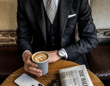 EDOX colaboracion Artworth Brothers en NY con café en mano y periodico en la mesa