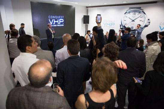 """Expositor en evento Longines dando una conferencia en el estreno de """"Back to the future of Quartz"""""""