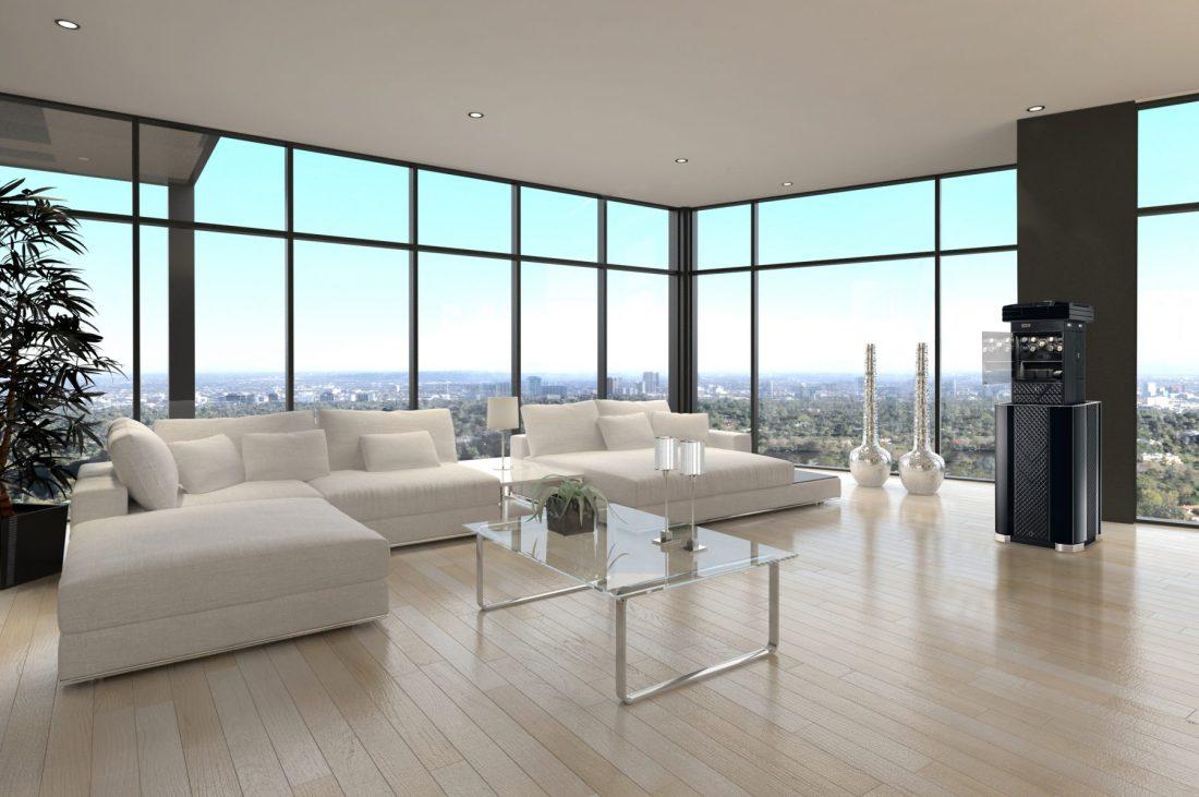 Interior de sala en color blanco con ventanas grandes y mesa de vidrio