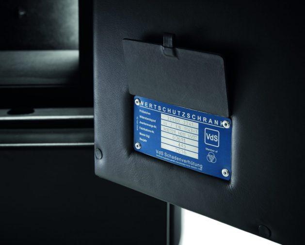 Buben & Zorweg orion en color negro y certificado en color azul