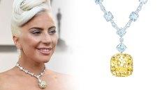 Lady Gaga y un collar de diamantes blancos y un diamante amarillo al centro para las joyas de Premios de la Academia