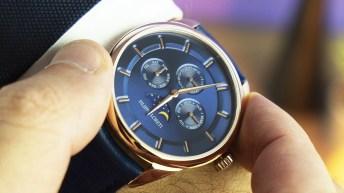 Reloj Filippo Loreti con la cartula en color dorado y el dial en color azul con detalles dorados