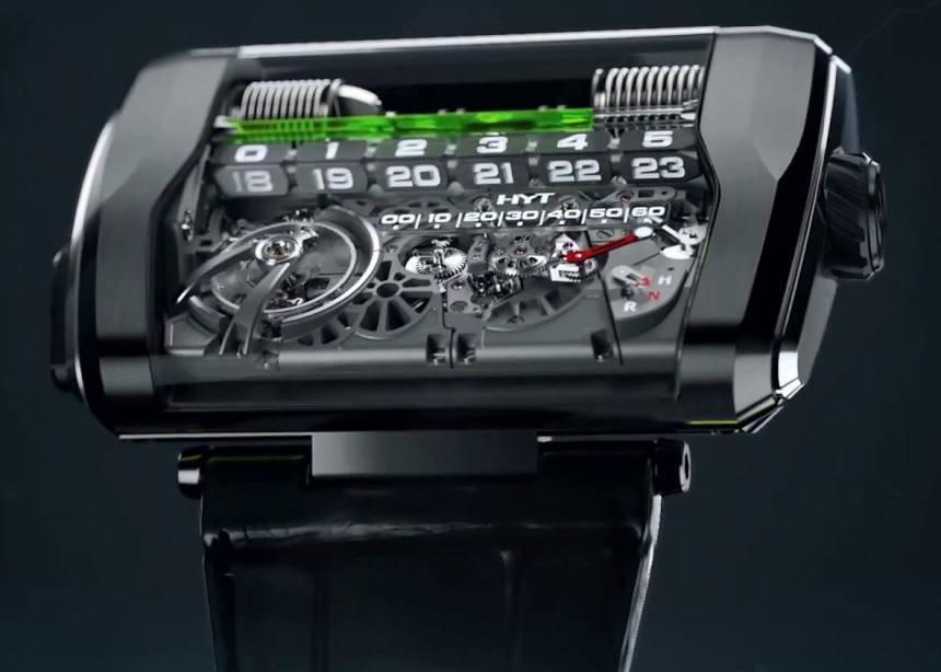 Reloj en forma cuadrada en color negro con detalles plateados y líquido verde