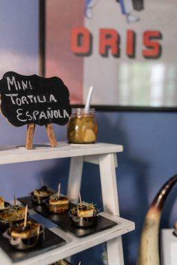 Mini tortilla española como apetitivo en el evento de Oris