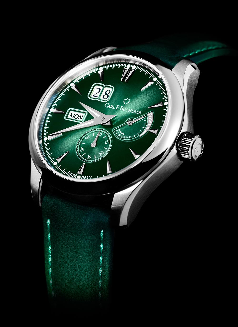 Manero PowerReserve en color verde con detalles en color plateado con fondo negro