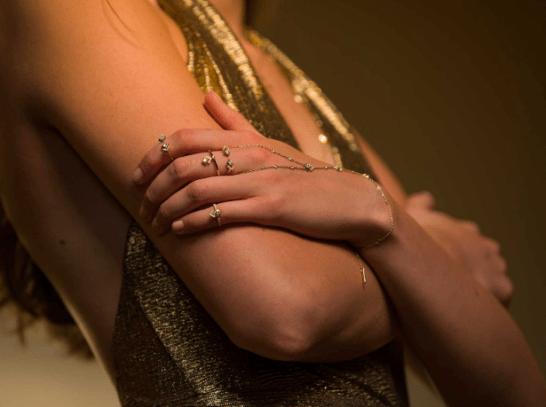 Gigi Hadid utilizando joyas de la colección My Soul