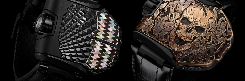 Reloj Urwerk negro con imagen de calavera en color dorado y reloj negro con detalles en varios colores