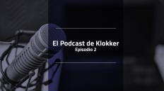 Imagen en tono morado con el fondo de un micrófono y el texto El Podcast de Klokker Episodio 2