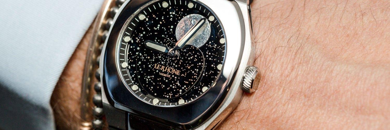Reloj Le Rhöne México plateado con detalles en negro y blanco