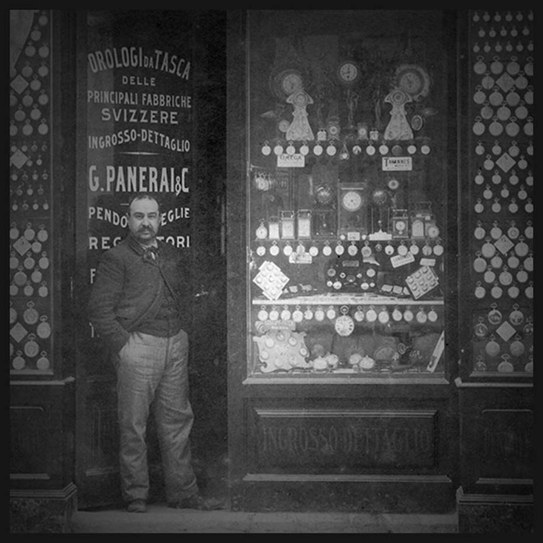 Giovanni Panerai frente a su tienda de relojes, historia de Panerai