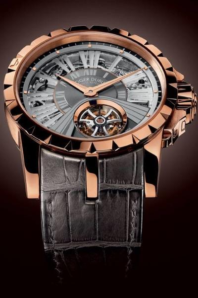 Reloj Excalibur con correas de cuero negras y caratula en color dorado con detalles en plateado