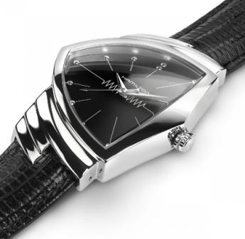 Reloj con caratula plateada y correas negras visto de lado