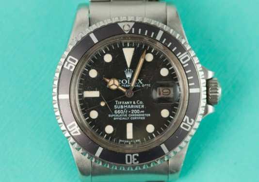 Reloj Rolex Submariner plateado con la caratula en negro con detalles blancos