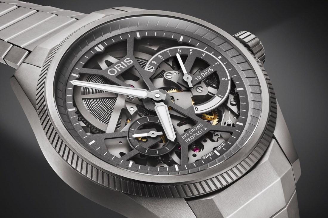 Reloj Big Crown ProPilot Calibre X 115 en color plateado con apariencia esqueletizada