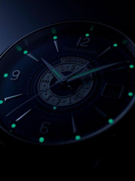 Jaeger-LeCoultre-Master-Memovox-Timer-Super-LumiNova-Horas-y-Minutos