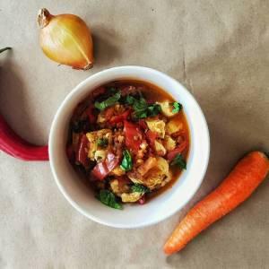 Paprikaš paprika šargarepa crni luk piletina junetina paradajz krompir