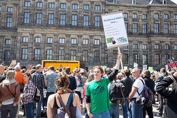 tegendemonstratie tegen March Against Monsanto: March Against Myths About Modification op de Dam