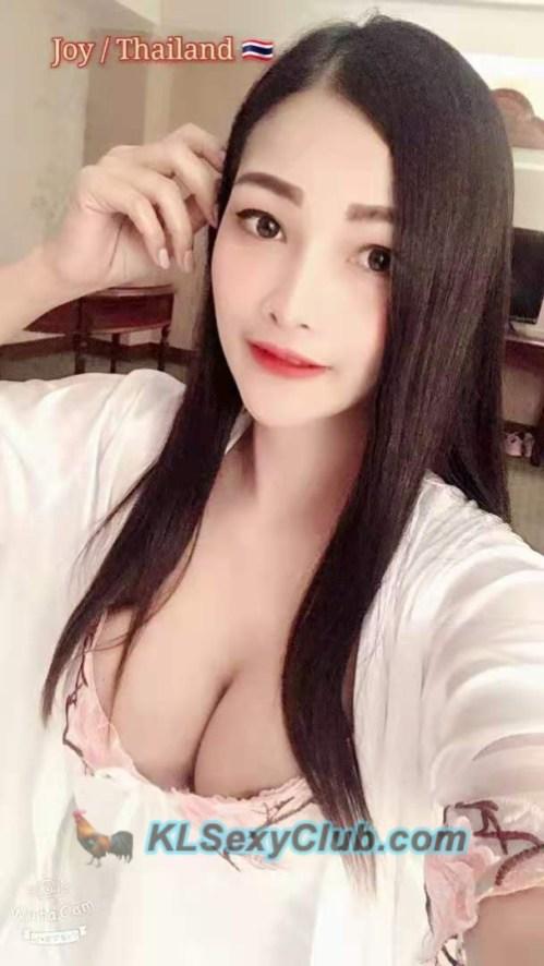 big boobs thai girl