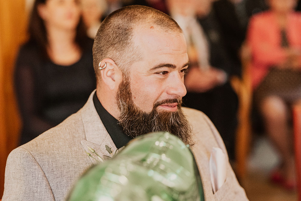 Bräutigam bei der Hochzeit im Rathaus Arnis