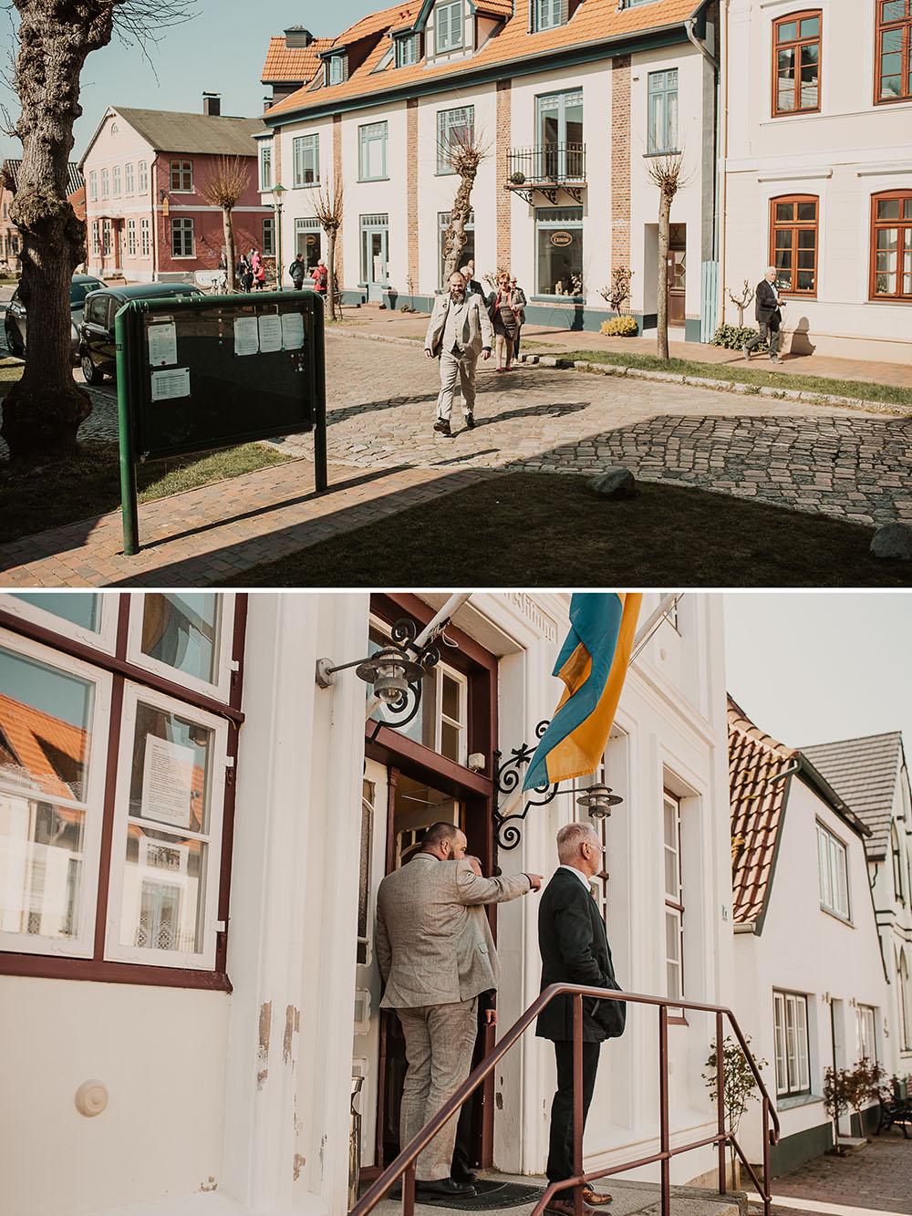 Bräutigäm trifft am Rathaus Arnis ein