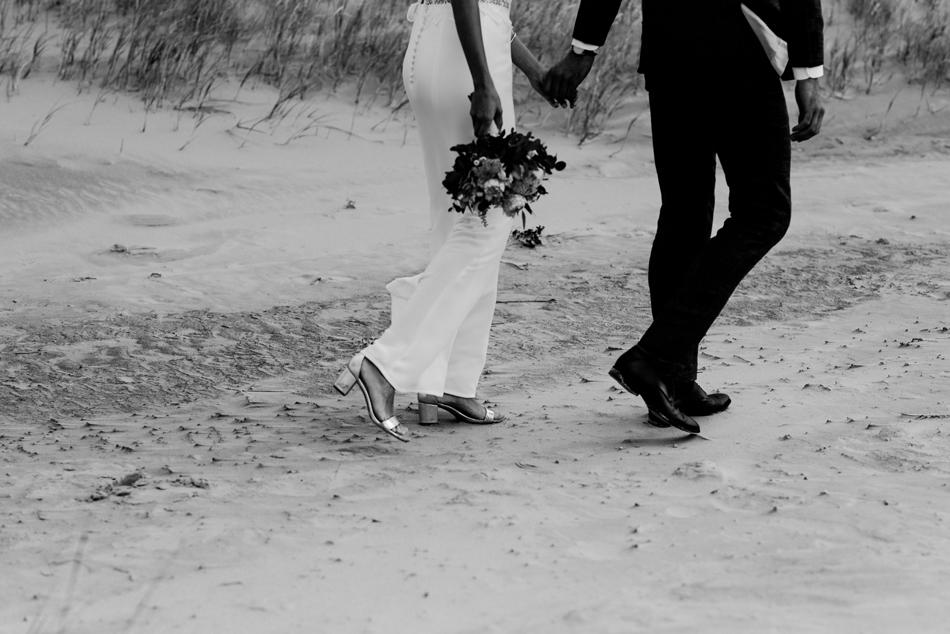 Hochzeitspaar Fotoshooting Strand St. Peter ording Conni Klueter Hochzeitsfotografie Nordfriesland