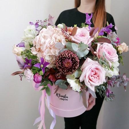 Букет с гортензией в розовой шляпной коробке