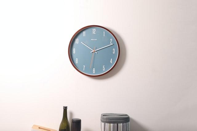 De klok is overal: buiten, in huis en op het werk
