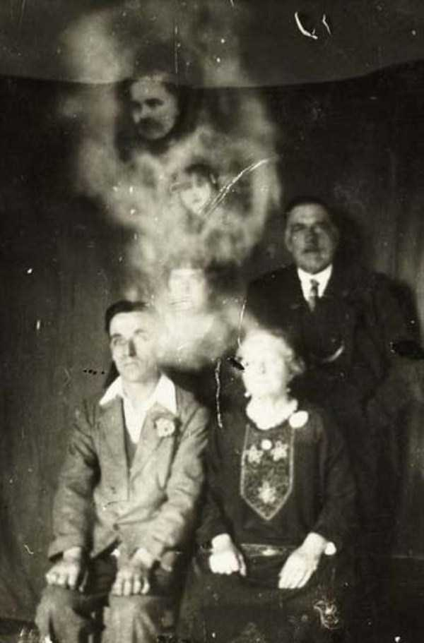 creepy pics from the past 15 Really Creepy Photos From 1920s (23 photos)