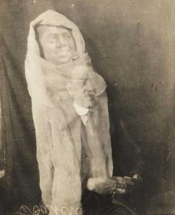 creepy pics from the past 9 Really Creepy Photos From 1920s (23 photos)