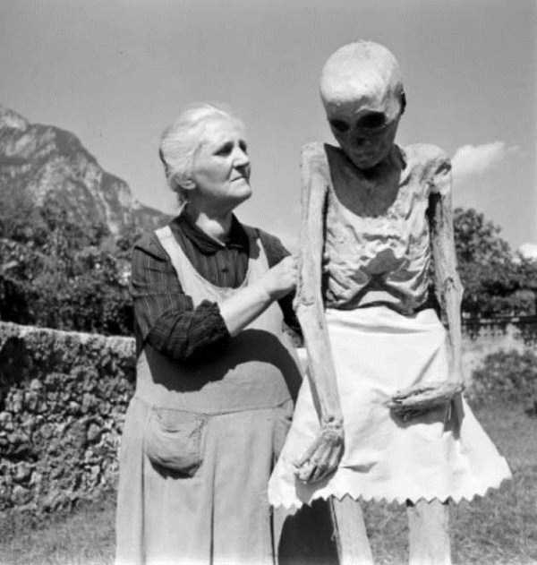 Creepy Vintage Photos That Will Give You The Chills 25