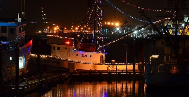 Harbor Lights Festival brings bedazzled boats, cookies, carols