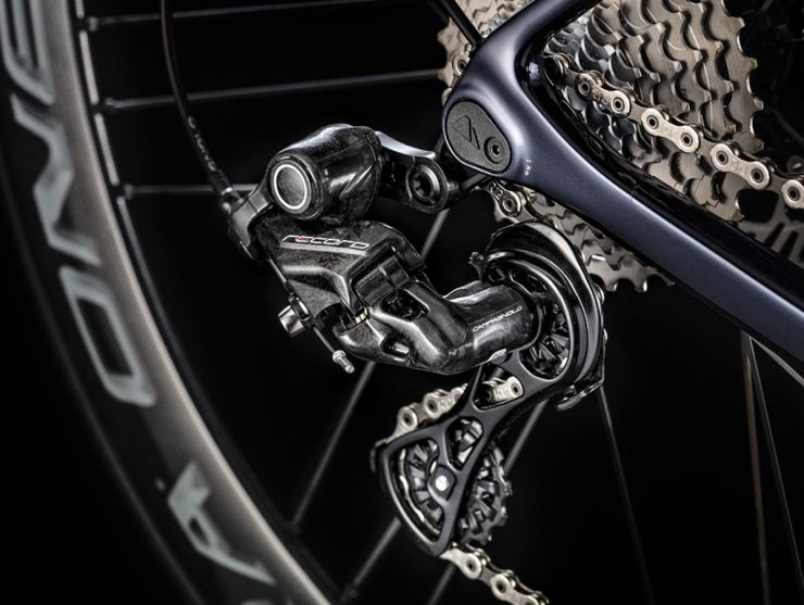 Innovativo sistema 12-velocitÖ di Campagnolo_ph credit Canyon