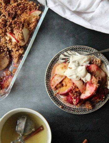 Vegansk frugtcrumble med quinoa og mandel