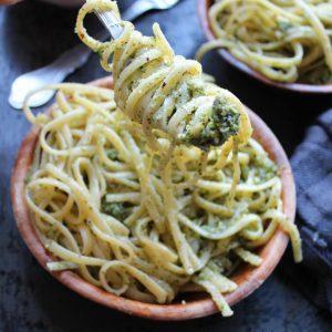 Vegansk pasta/pesto med hasselnødder og persille