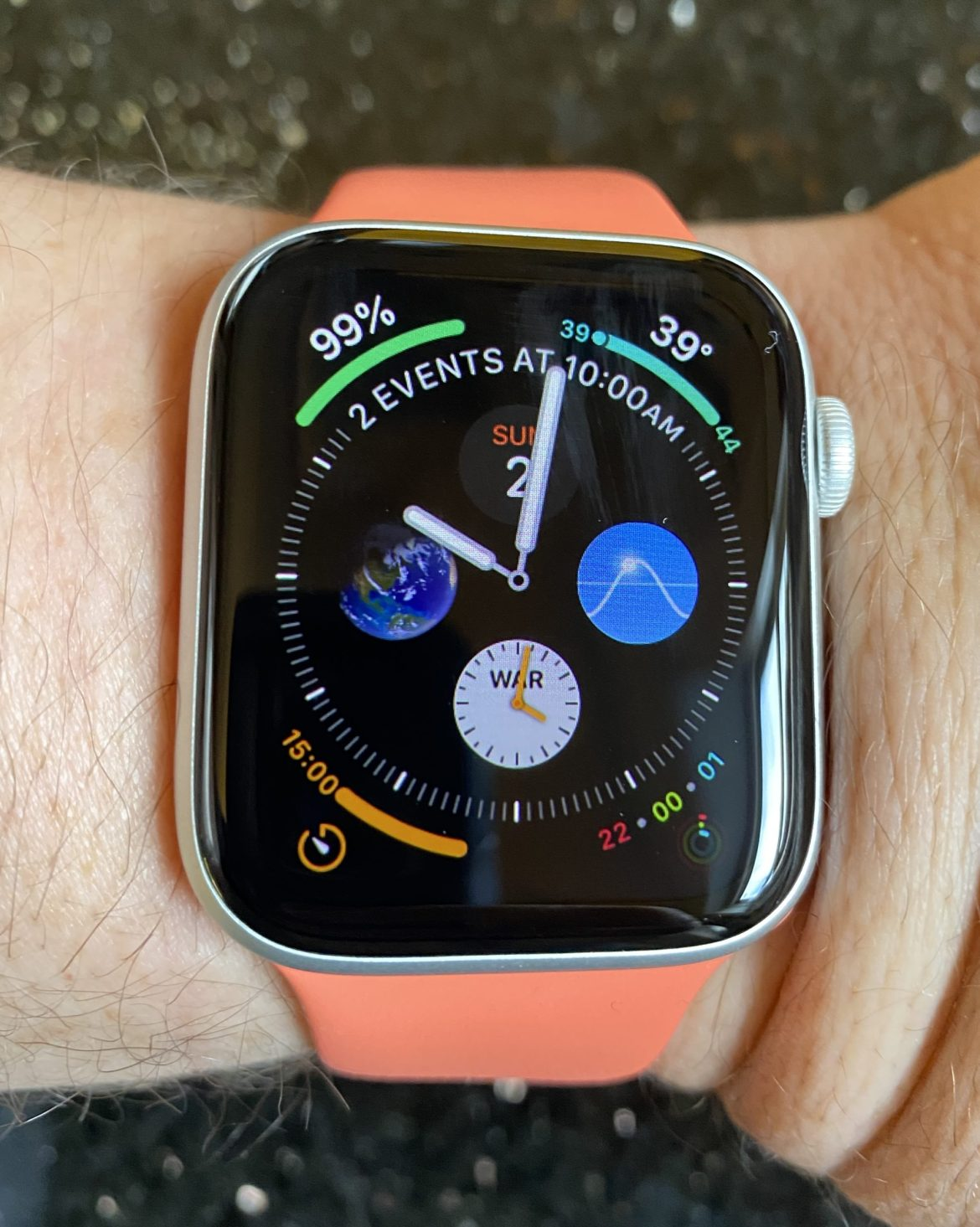 Apple makes the ugliest watch faces on the planet
