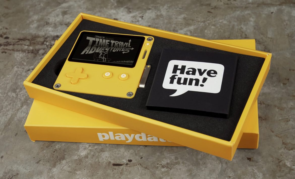 Playdate, the game console on crank, gets a little closer