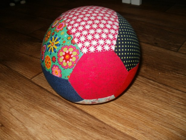 My balloon cover is made from top and bottom caps (hexies) and 6 fabric panels... it is also possible to take two octagonal caps and eight fabric panels.