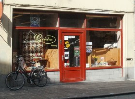 Gobelin at Langestraat - behind an unassuming window a wonderful fabric shop is hidden
