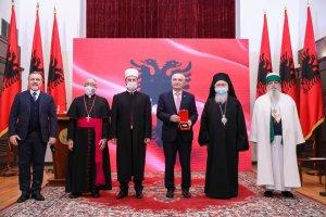 </noscript>Këshilli Ndërfetar i Shqipërisë dekorohet me medaljen e lartë ?Nderi i Kombit?