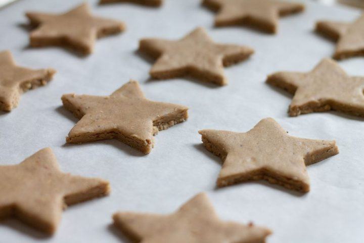 Spiced Christmas star biscuits on a baking sheet
