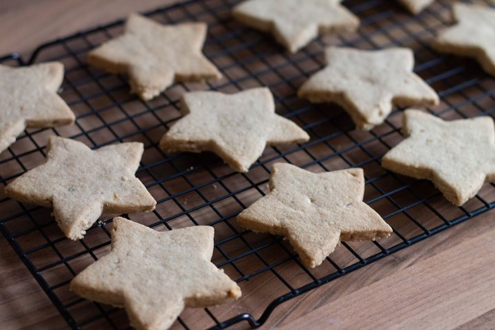 Baked spiced Christmas star biscuits on a cooling rack